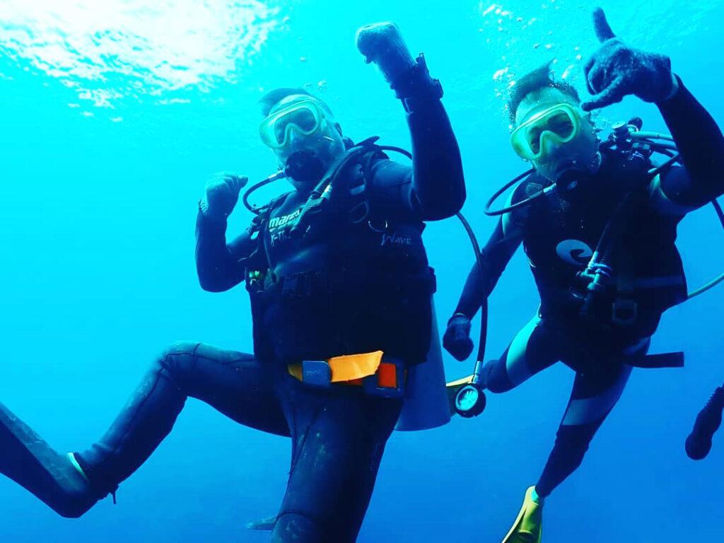 水納島で友人とファンダイビング